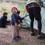 キャンプサイトに到着! さっそくテントの設営に取り掛かります。3兄弟にとって人生初のテント設営、うまくできるかな?