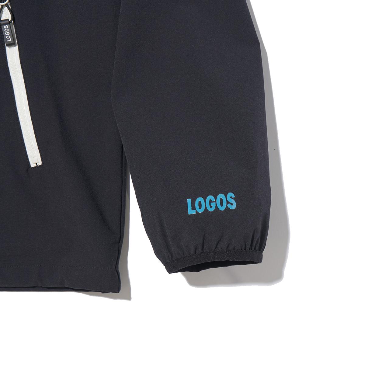 袖には「LOGOS」のロゴ