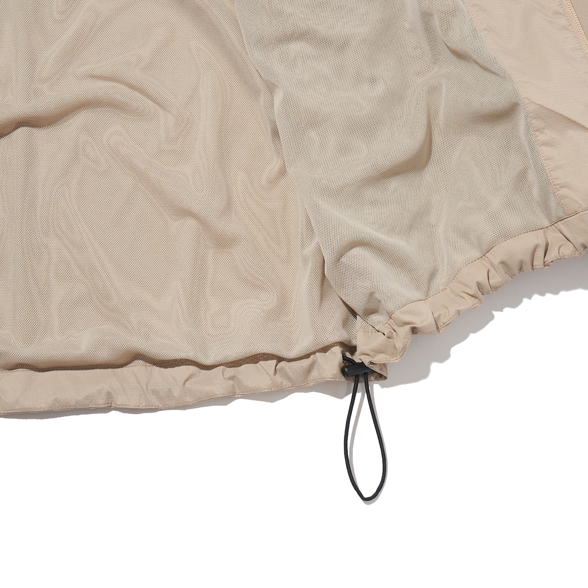 裏地メッシュと裾のドローコード