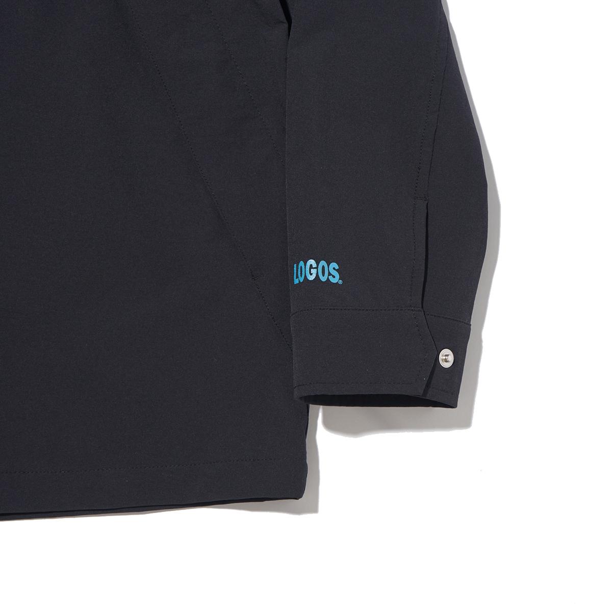 袖にはボタンと「LOGOS」のロゴ