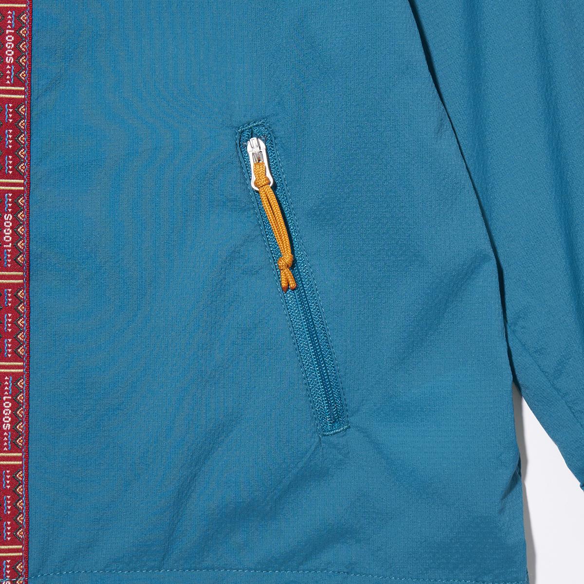 ジッパー付きのポケットを左右に配置