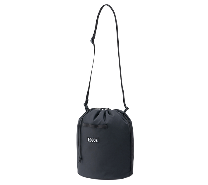 キャンプの小物入れにもぴったりな巾着バッグ。