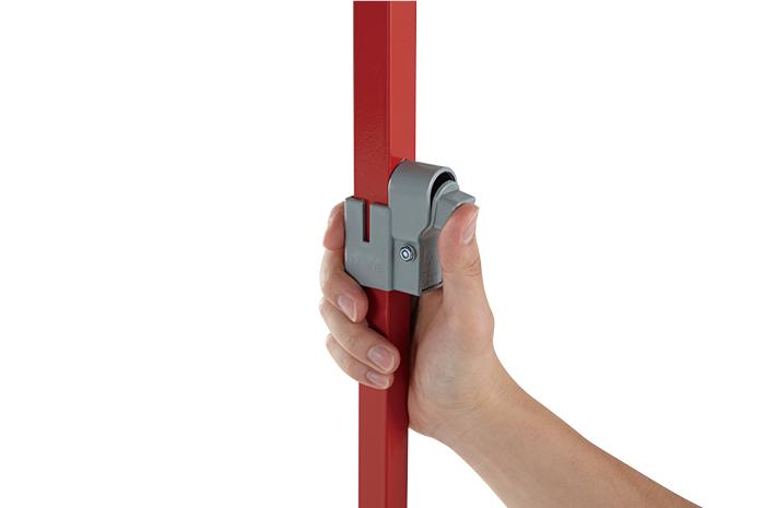 脚の伸縮は、 操作しやすいロックボタン式