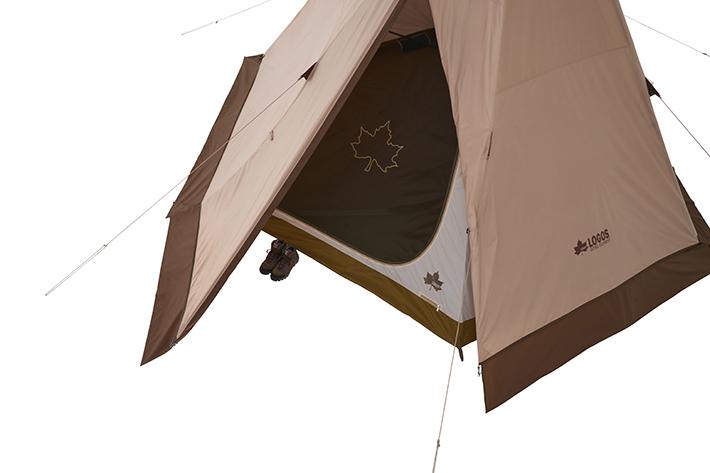 広めの出入口&便利な前室を確保