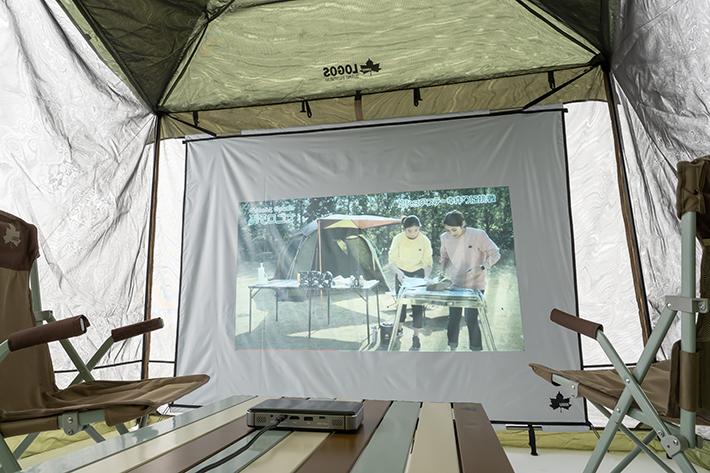 テントの中で映画が楽しめる!