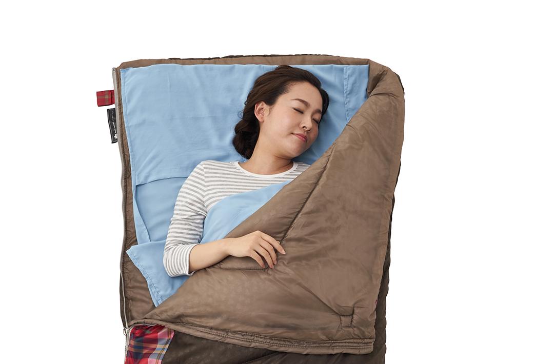 寝袋のインナーとしても、アウターとしても使用できます。