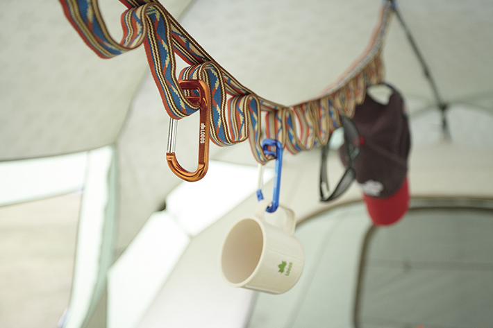 いろいろ吊るして便利なカラビナ付きベルト、全長117cm