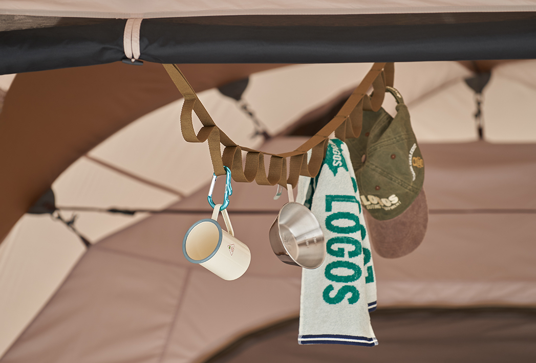 テント内やサイトに吊るして、いろいろ掛けて使える便利なベルト。