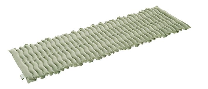少ない空気でしっかり体を支える エアーウェーブ構造。 1分で膨らむ速攻空気注入!