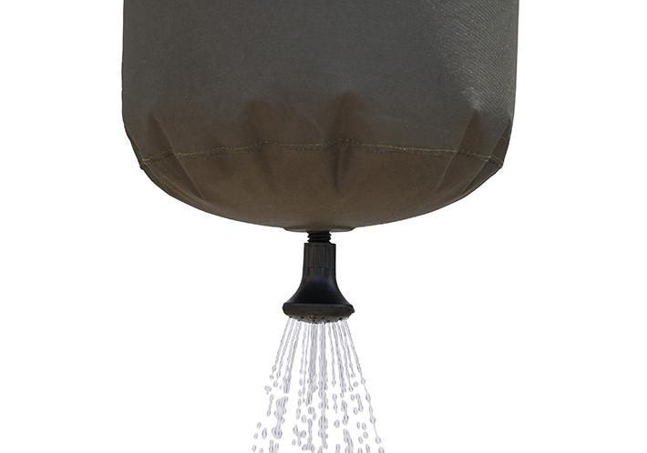 最大9Lの水が入り、約5分間シャワー可能