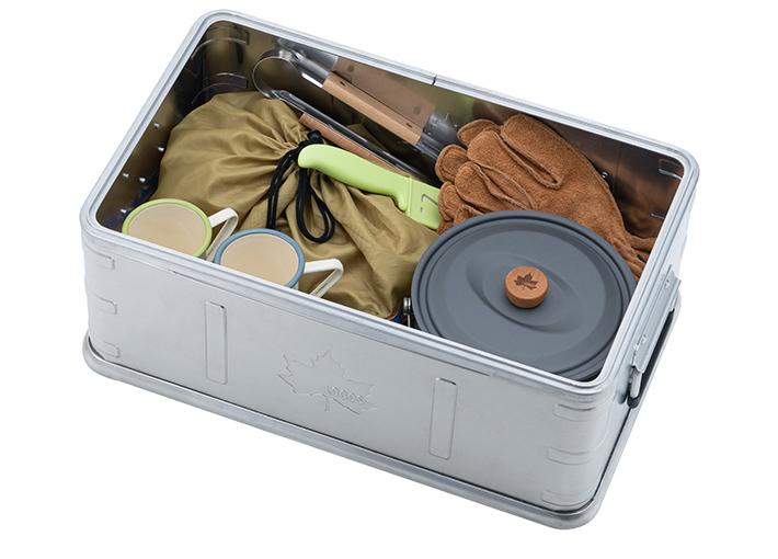 内部の深さが18cmなので、細かな食器類などのキッチングッズや、テントのペグなどの取りまとめに