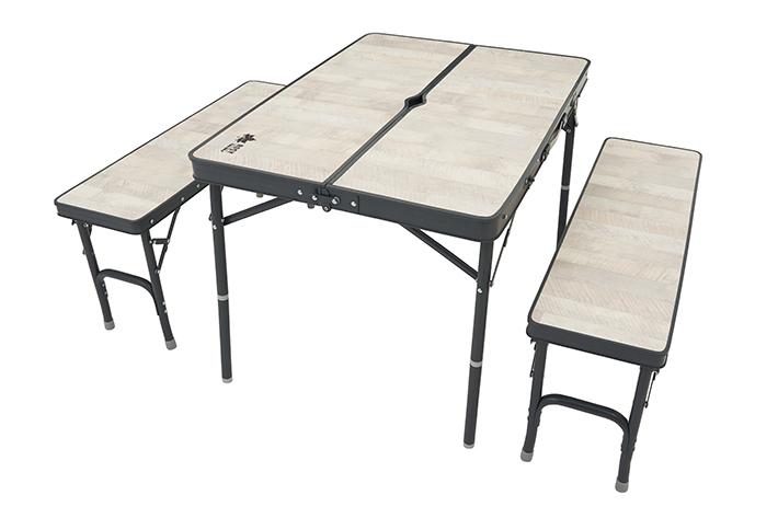 コンパクトに収納できる4人用テーブルセット