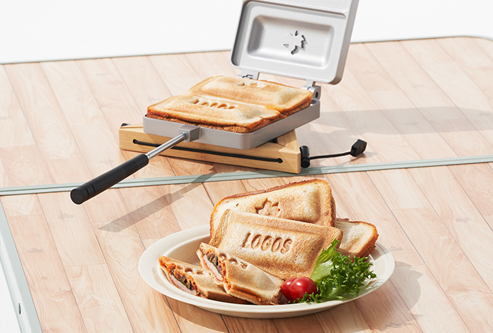 LOGOSマークをパンに焼印