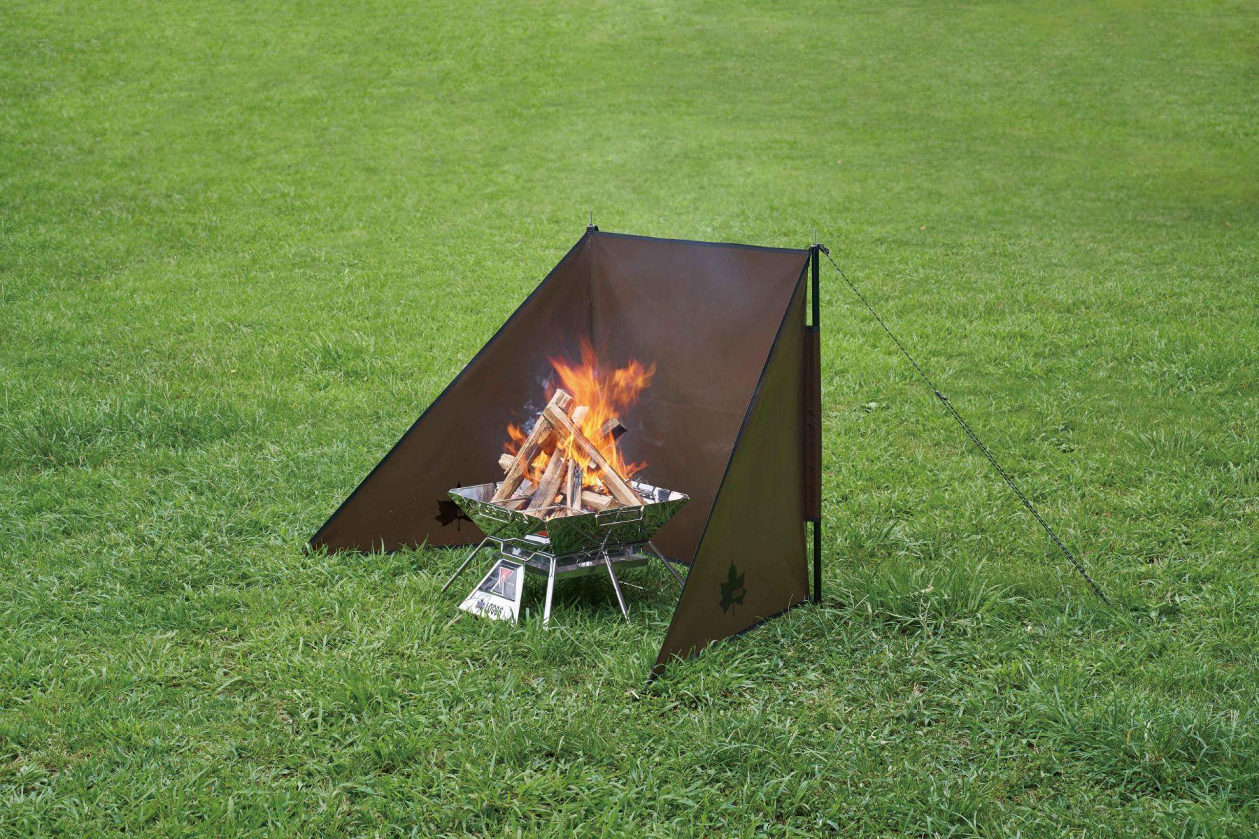 風から焚き火の炎を守り、周りを火の粉から守ります