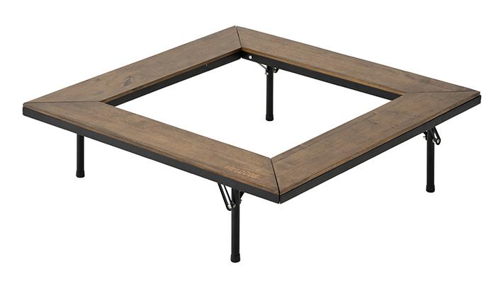 自然と調和する木製天板。囲炉裏スタイルで、たき火やグリルを囲むテーブル。