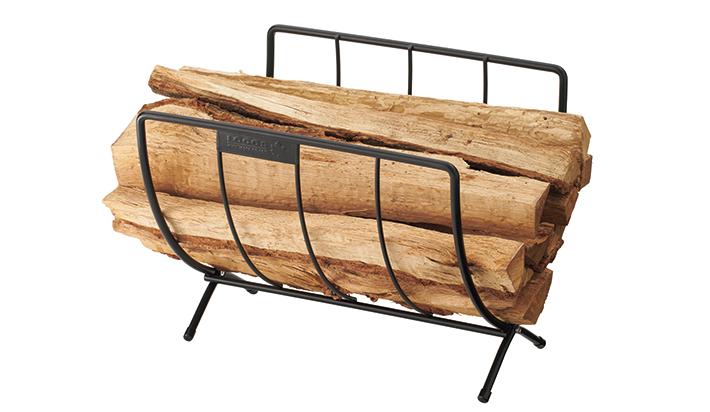 薪束ごとに置けて地面からの湿気を防ぐ