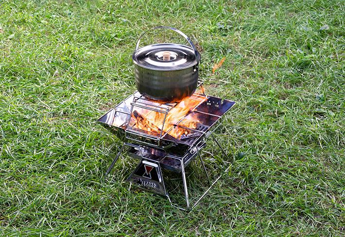 たき火をしながら鍋料理が楽しめる!