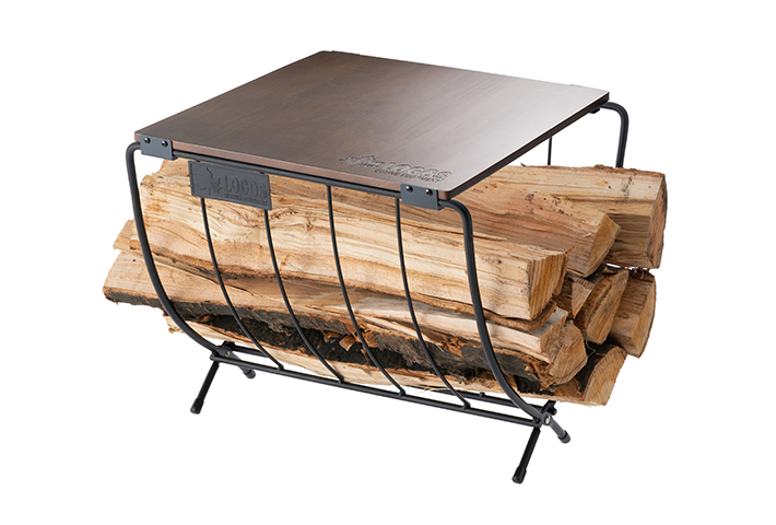 ワイドでテーブルとしても使いやすい 持ち運びに便利な薪ラック