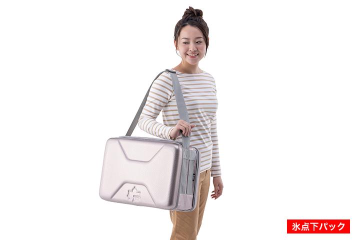 コンパクトなサイズ感で持ち運びやすい!驚異の保冷力のソフトクーラー!