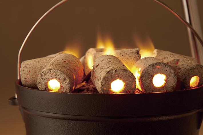 トンネル状の穴が燃焼力をアップ。着火も簡単!
