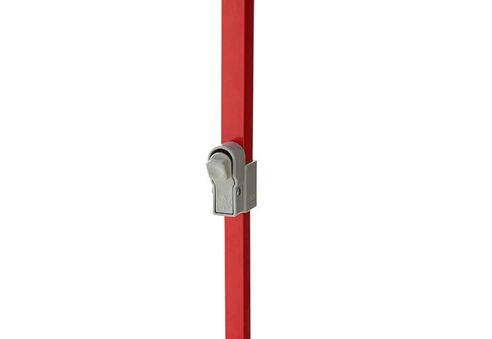 脚の伸縮は、操作しやすいロックボタン式