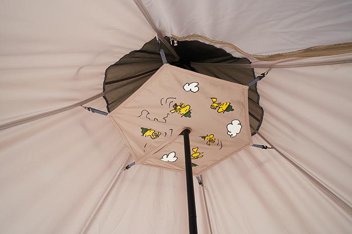 テント内にかわいい飾り天幕付き