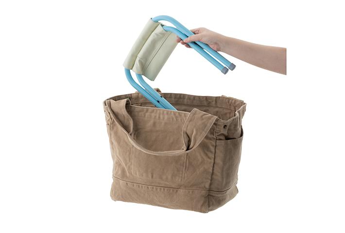バッグにすっぽり入るコンパクトサイズ
